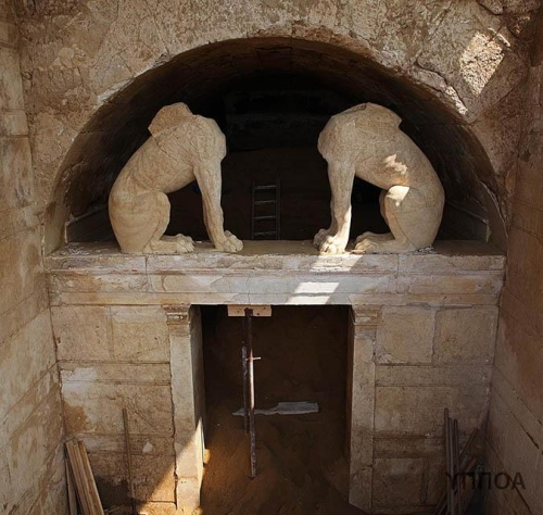 The entry arch to the Amphipolis tomb contains two wingless sphinxes. www.theamphipolistomb.com