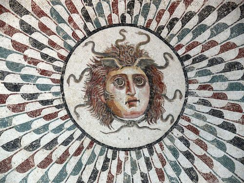 medusa-head-wikipedia-sousee-museum-tunisia