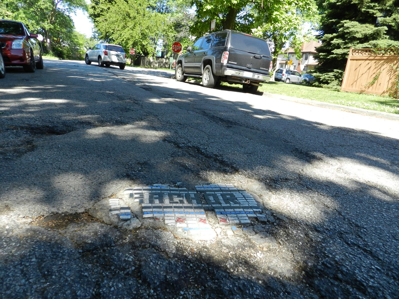 Mosaics in Chicago_Jim Bachor's name pot hole mosaic