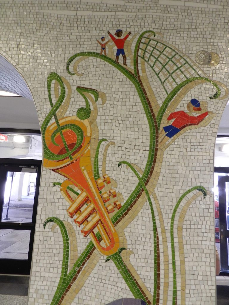 Mosaics in Chicago_Bachor's Thrive mosaic, Thorndale station, trumpet detail.