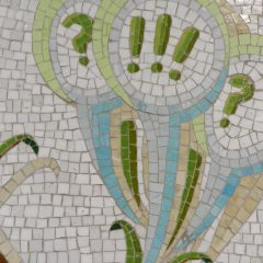 Mosaics in Chicago_Bachor's Thrive mosaic, Thorndale station, exclamation mark detail.