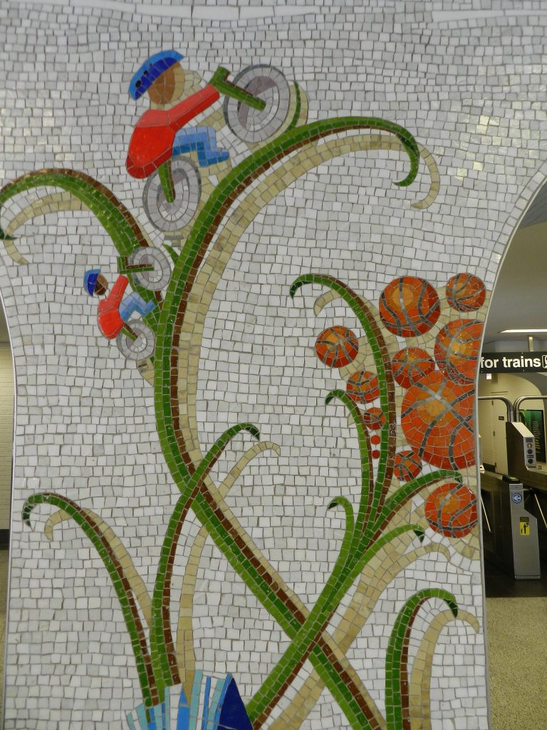 Mosaics in Chicago_Bachor's Thrive mosaic, Thorndale station, bicycle detail.