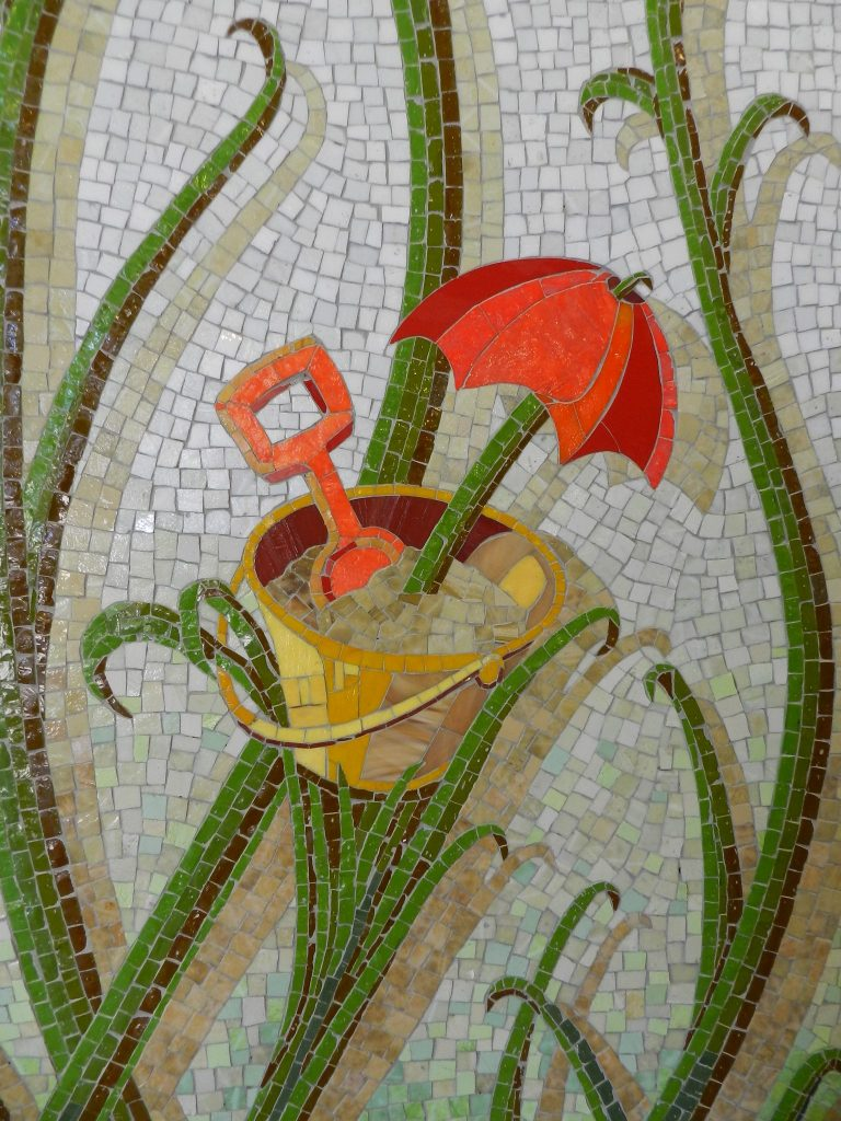Mosaics in Chicago_Bachor's Thrive mosaic, Thorndale station, bucket detail.