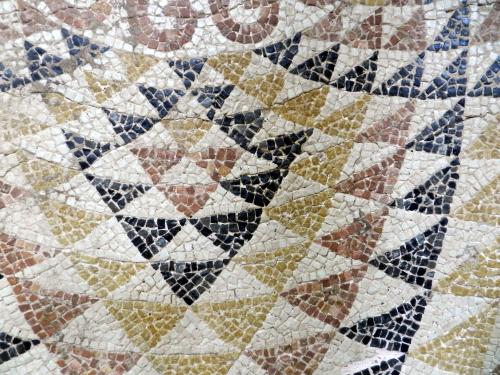 Detail of spirograph pattern. Photo: Helen Miles Mosaics