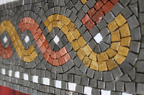 Guilloche border pattern. Photo: Helen Miles Mosaics
