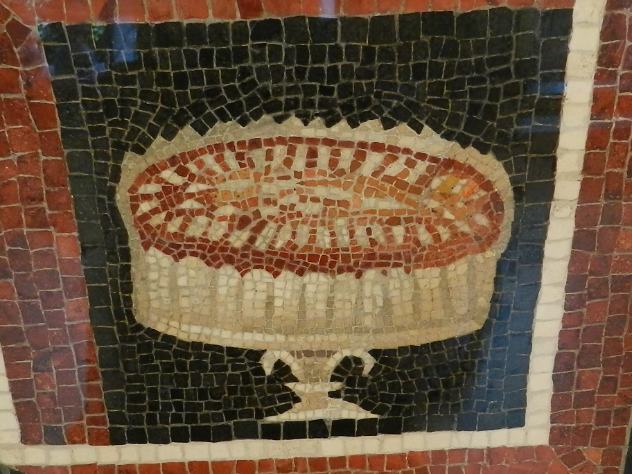 Art Institute of Chicago - Roman cake stand mosaic