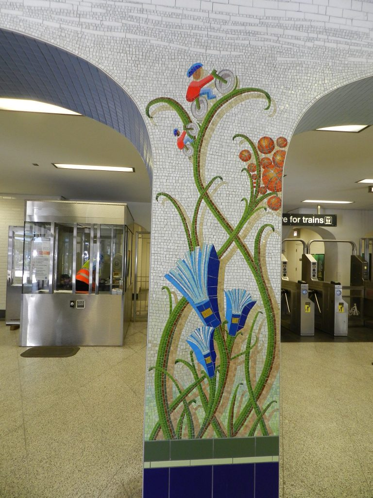Mosaics in Chicago_Jim Bachor's Thrive mosaic, column with books, Thorndale metro station.