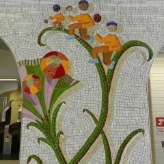 Mosaics in Chicago_Bachor's Thrive mosaic, Thorndale station, runners detail.